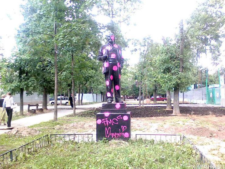 Lenin monument 2