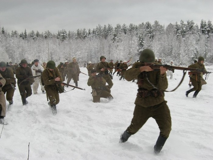 People playing World War 2 in Russia 1