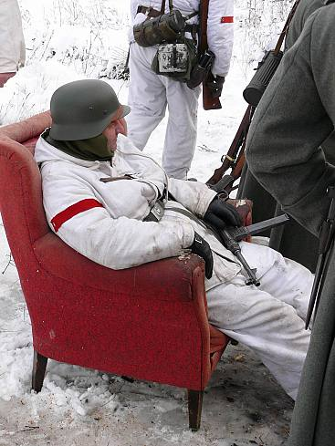 People playing World War 2 in Russia 4