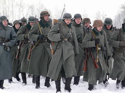 People playing World War 2 in Russia 5