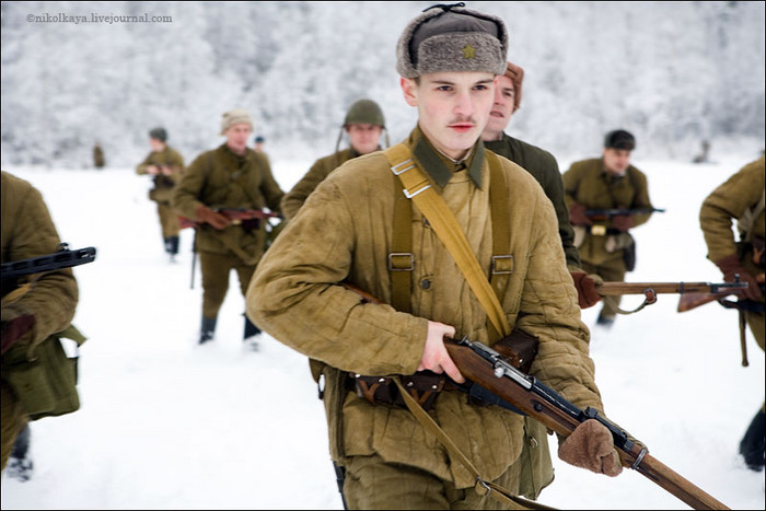 People playing World War 2 in Russia 9