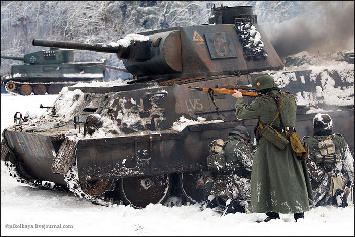 People playing World War 2 in Russia 15