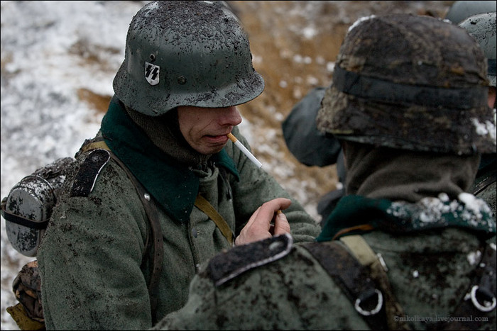 People playing World War 2 in Russia 18