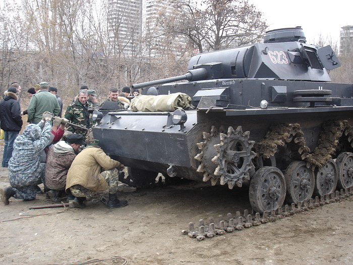 People playing World War 2 in Russia 20