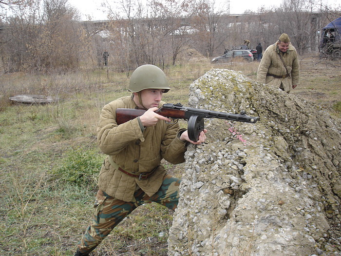 People playing World War 2 in Russia 25