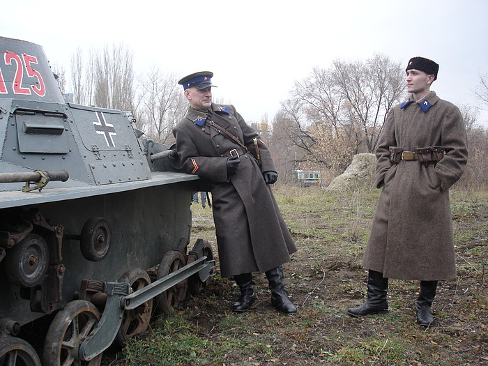 People playing World War 2 in Russia 27