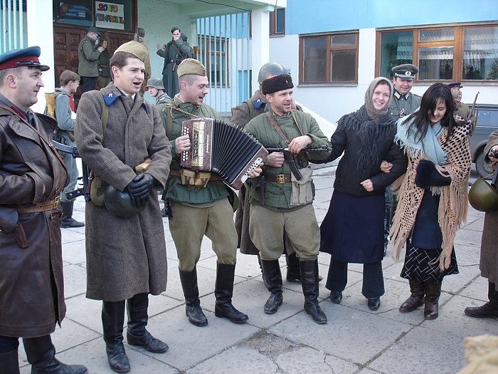 People playing World War 2 in Russia 36