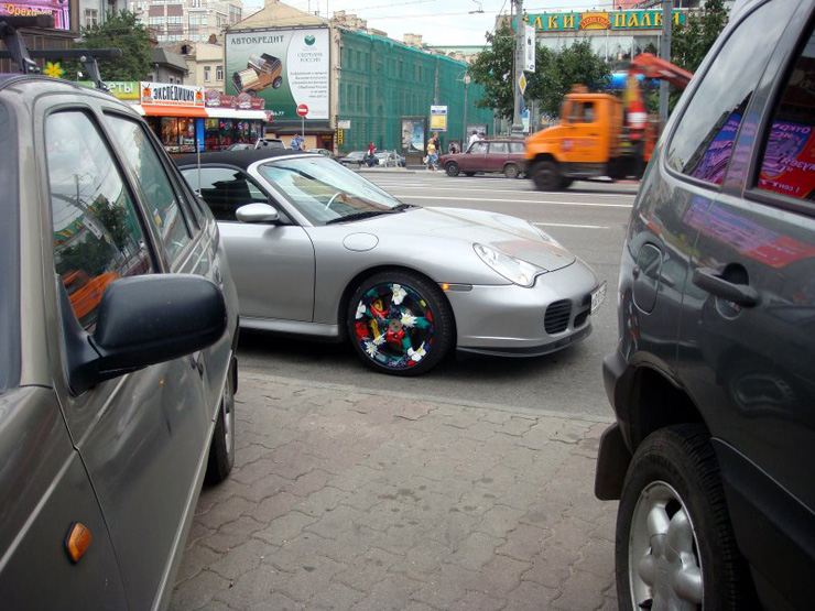 Porsche with painted wheels in Russia 1