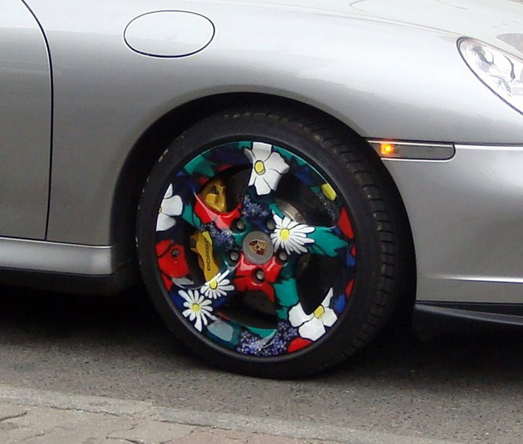 Porsche with painted wheels in Russia 2