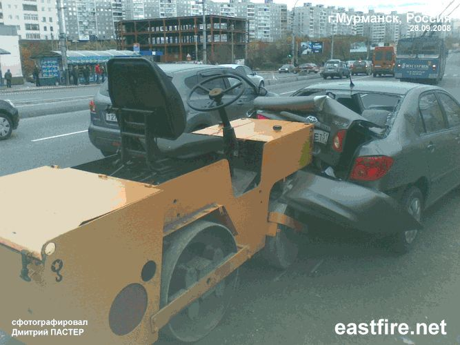 roller crashed car in Russia 1