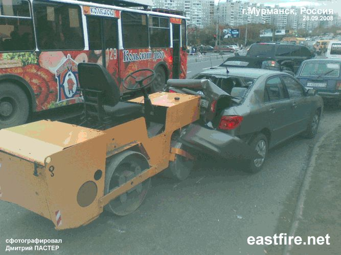 roller crashed car in Russia 3