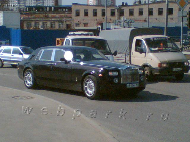 russian driver hits roll royce 4