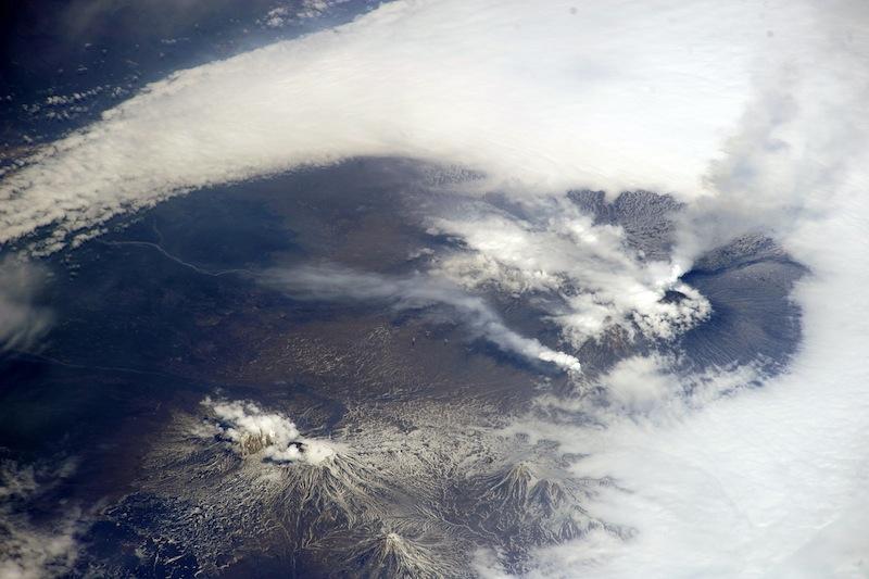 russian astronaut shooting earth 6