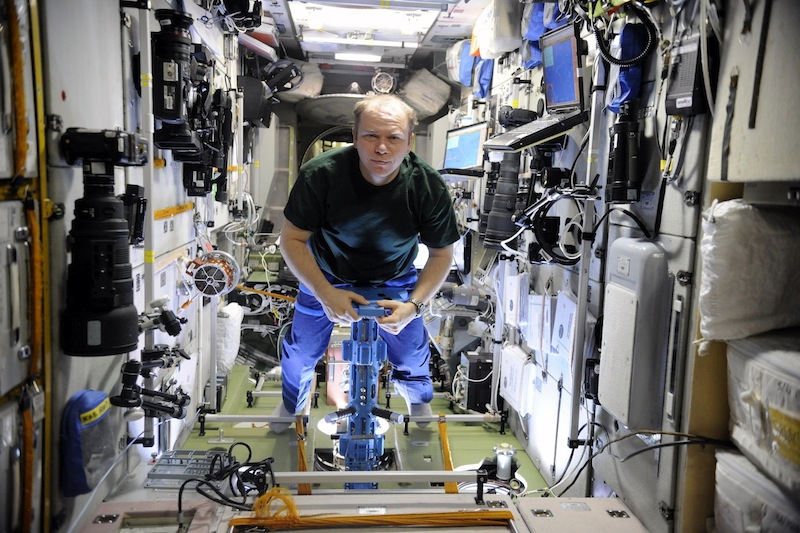russian astronaut shooting earth 8
