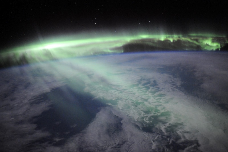 russian astronaut shooting earth 14
