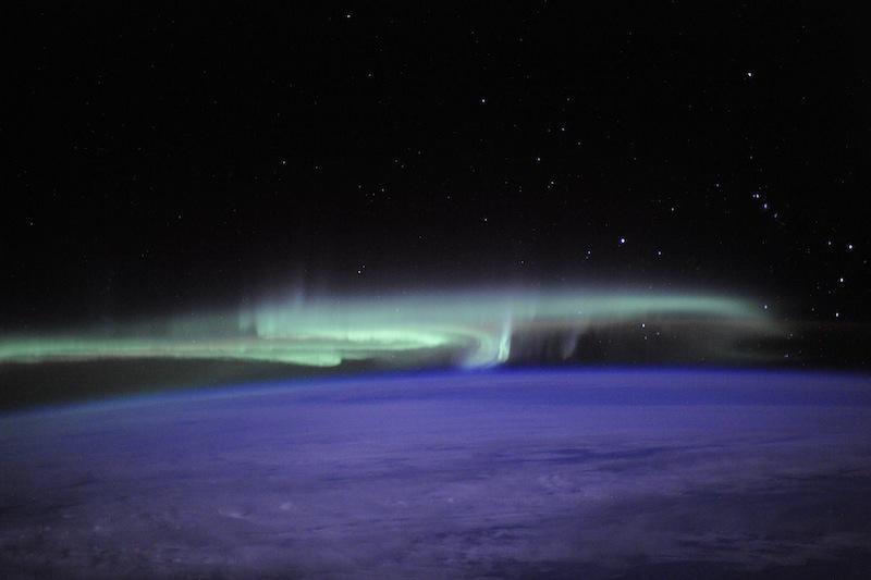 russian astronaut shooting earth 15