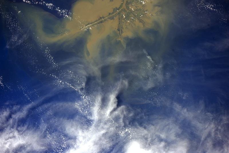 russian astronaut shooting earth 20