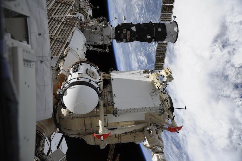 russian astronaut shooting earth 26