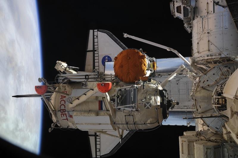 russian astronaut shooting earth 28