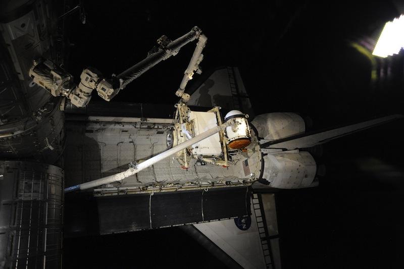 russian astronaut shooting earth 31