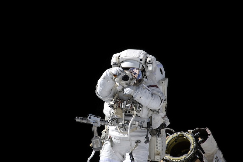 russian astronaut shooting earth 32