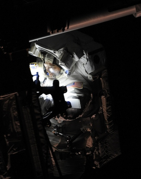 russian astronaut shooting earth 36