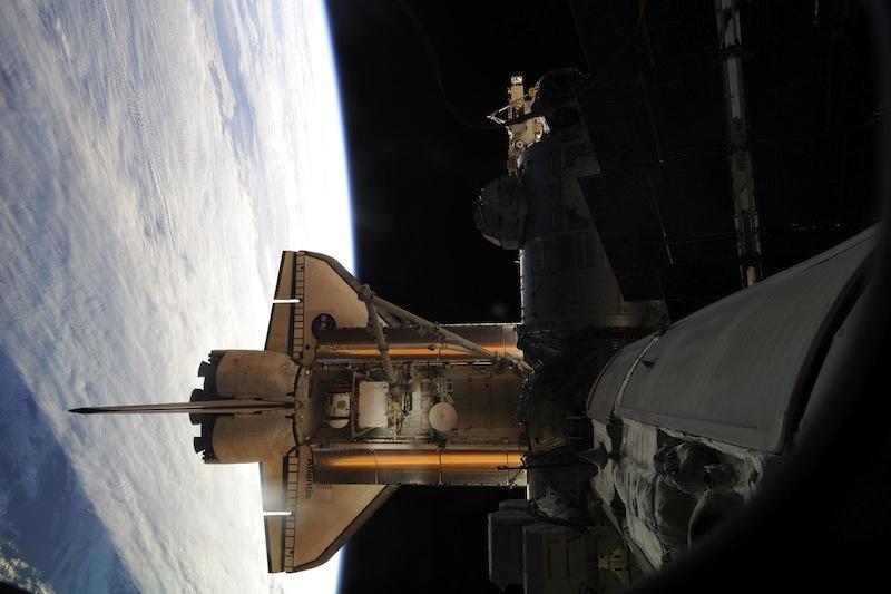 russian astronaut shooting earth 38