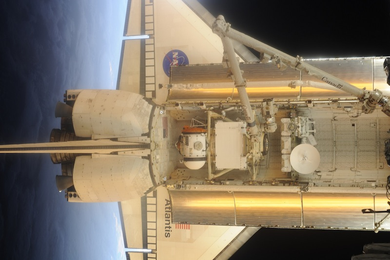 russian astronaut shooting earth 40