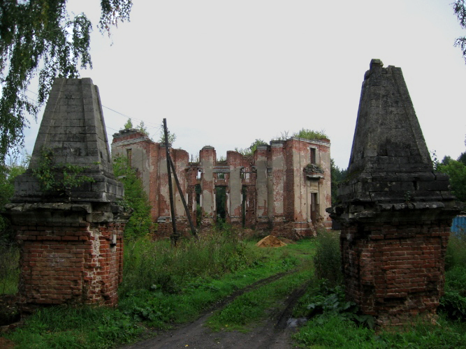Ruined Country Estate near Moscow 8