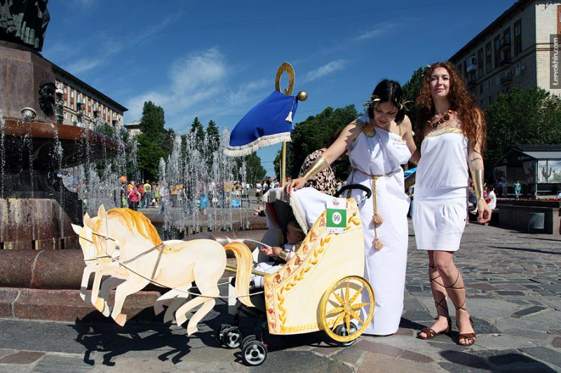 Russian Strollers Parade 1
