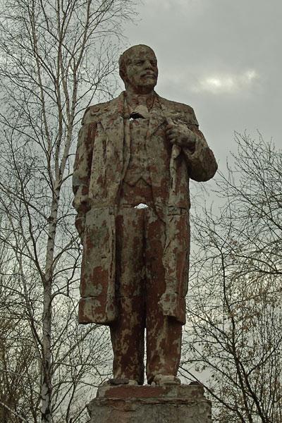 Lenin monument rusted  3