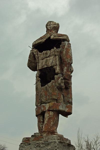 Lenin monument rusted  4