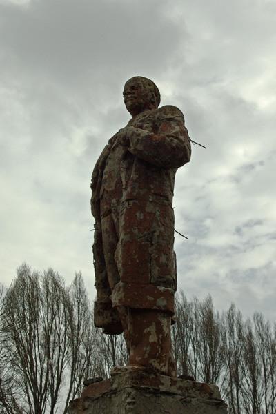 Lenin monument rusted  5