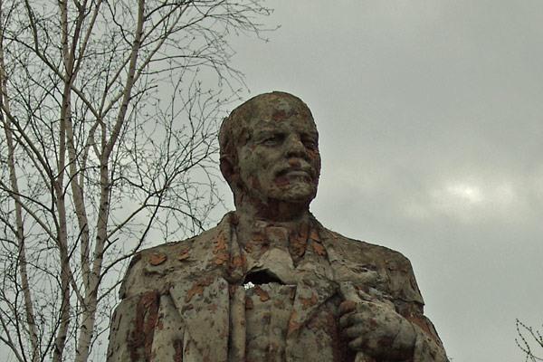 Lenin monument rusted  6