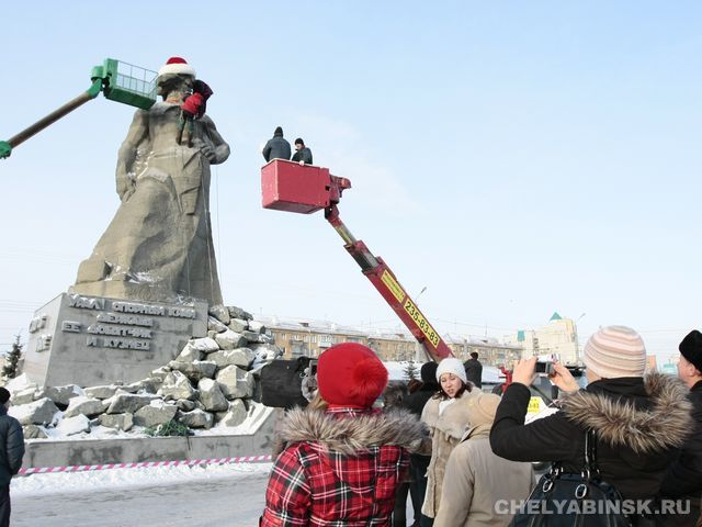 Russian Ded Moroz monument 13