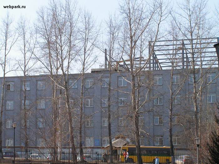 russians save on construction crane 2