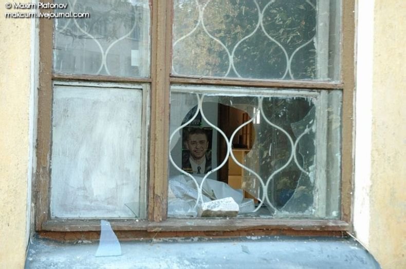 Russian school stays abandoned 1