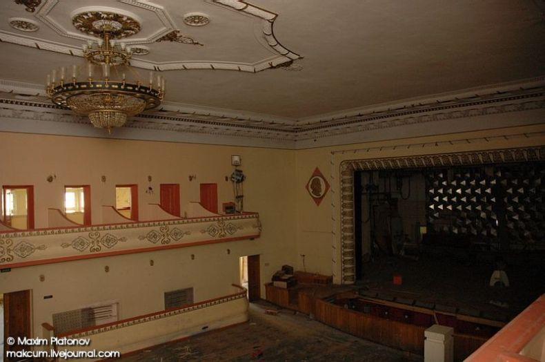 Russian school stays abandoned 10