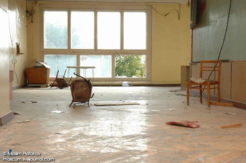 Russian school stays abandoned 15