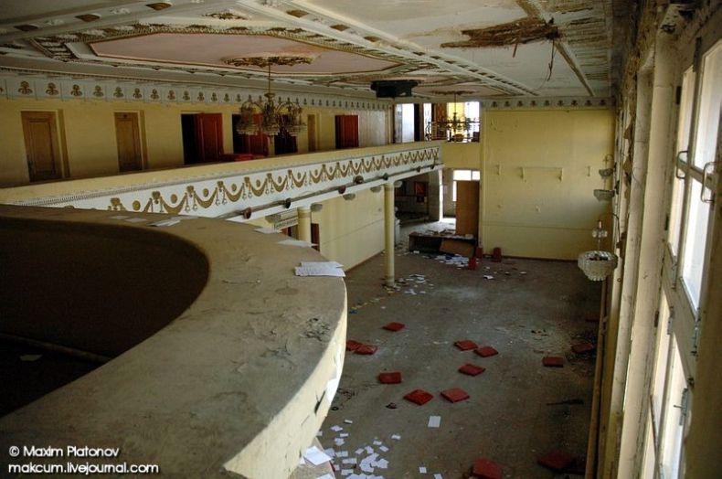 Russian school stays abandoned 18