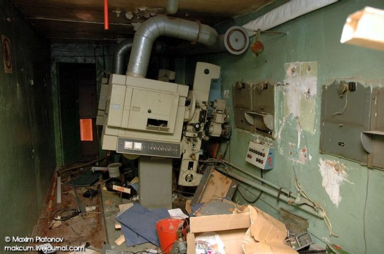Russian school stays abandoned 19