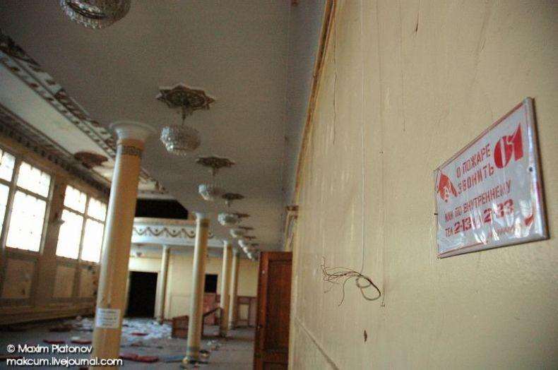Russian school stays abandoned 2