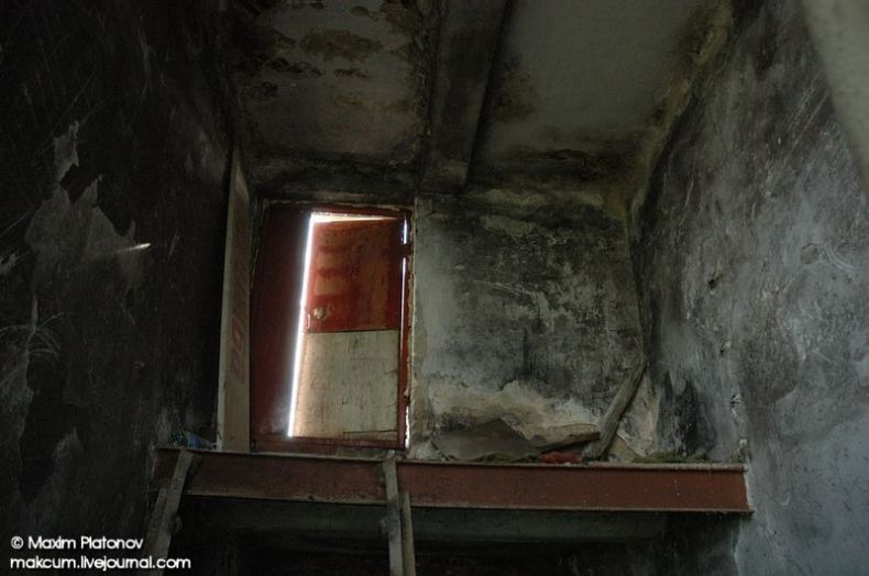 Russian school stays abandoned 24
