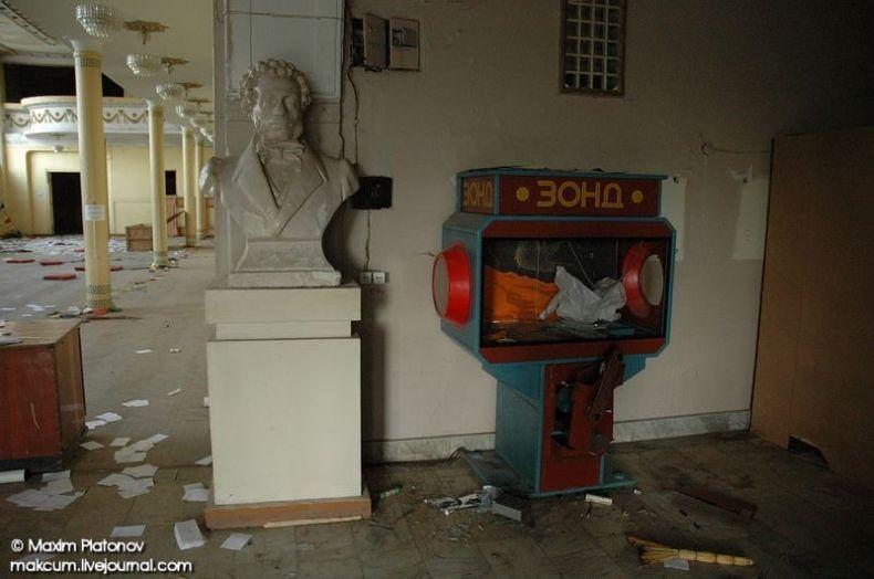 Russian school stays abandoned 4