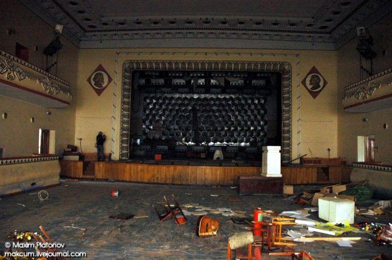 Russian school stays abandoned 5