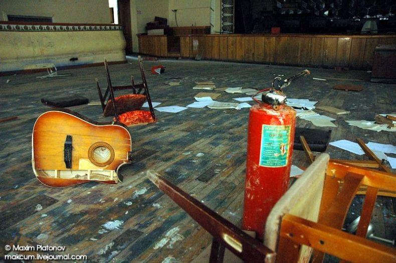 Russian school stays abandoned 6