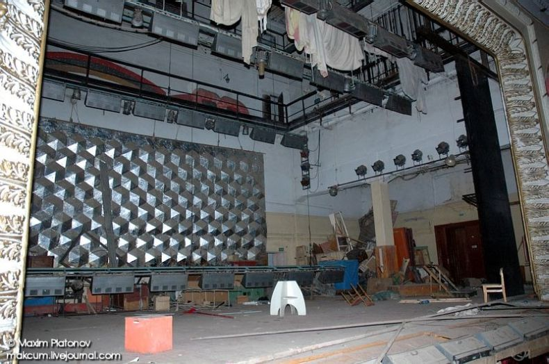 Russian school stays abandoned 7