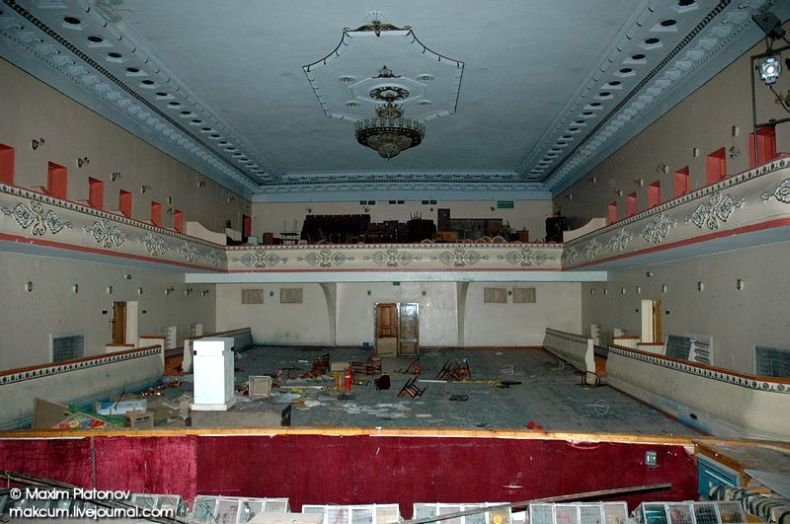 Russian school stays abandoned 9