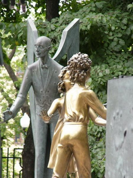 Russian monument with children and sin 24