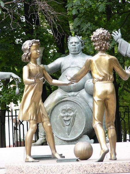 Russian monument with children and sin 7